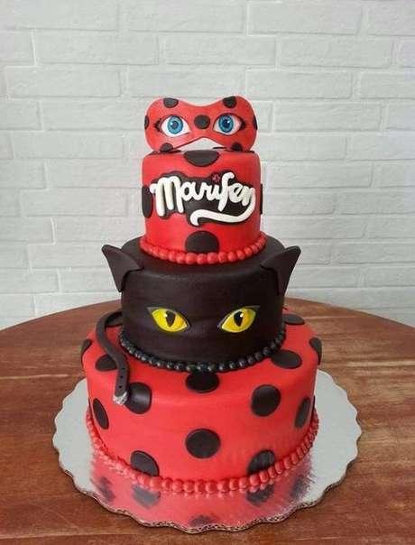 76. Bolo de festa ladybug e Cat Noir – Por: Toda Atual