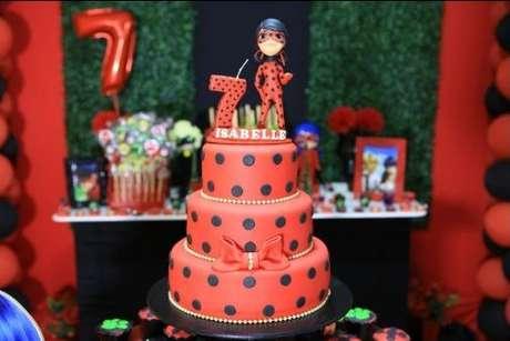 12. Bolo para festa ladybug – Por: Pinterest