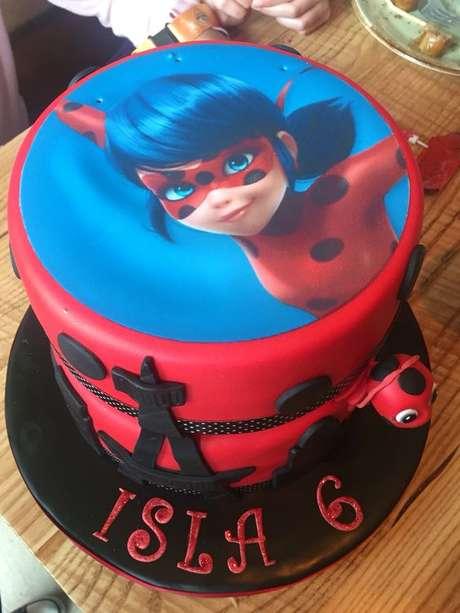 10. Bolo de festa lady bug e Cat Noir Miraculous – Por: Pinterest