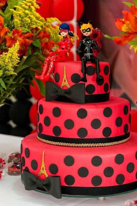 15. Bolo ladybug e Cat Noir – Por: Pinterest