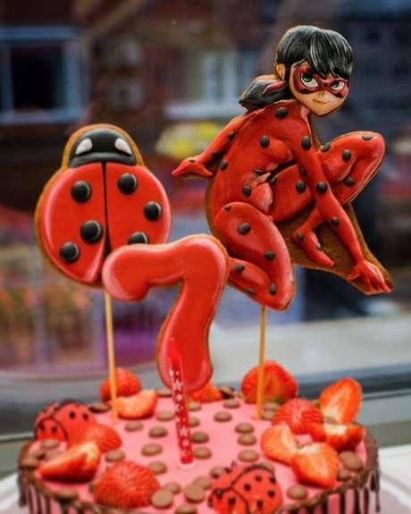 16. Topo de bolo para festa ladybug – Por: Pinterest