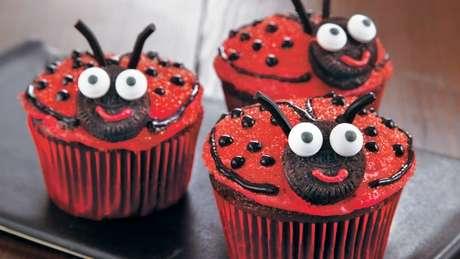 18. Cupcake de joaninha para festa ladybug – Por: Pinterest