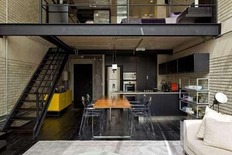 5. Casas pequenas com escadas na sala dão acesso ao andar de superior. Projeto por Diego Revollo