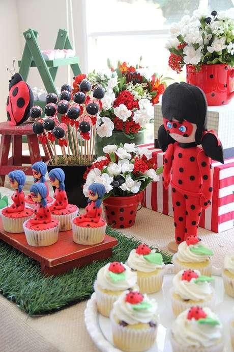 22. Decoração de aniversário infantil com tema festa ladybug – Por: Pinterest
