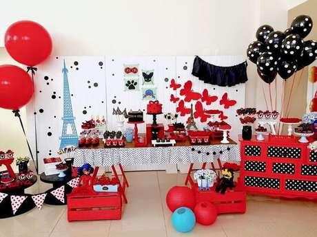 2. Decoração de festa da ladybug com as cores vermelho, preto, branco e azul – Por: Pinterest