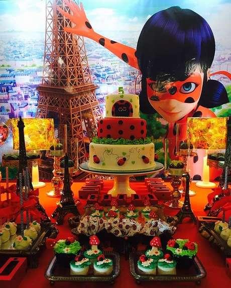 29. Decoração para festa Miraculous – Por: Pinterest