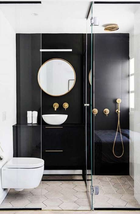 46. Decoração moderna para banheiro feminino preto e branco com detalhes em dourado – Foto: Crescendo aos Poucos
