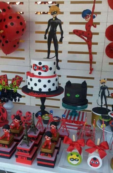 46. Festa ladybug e Cat Noir com docinhos deliciosos – Por: Pinterest