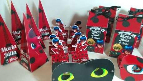 70. Lembrancinhas para kit festa ladybug – Por: Pinterest
