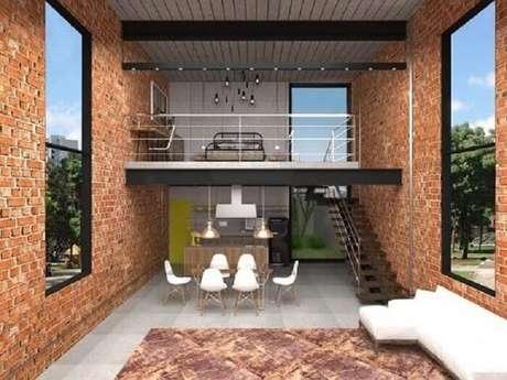48. Sala com escada, cozinha americana, janelas amplas e parede de tijolinhos. Projeto por Teia Arch Decor