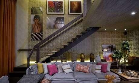 46. Sala com escada para a área de loft. Fonte: Pinterest
