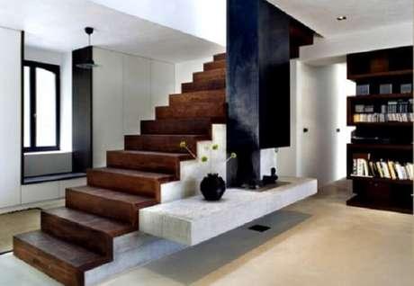 71. Sala com escada de concreto e madeira. Fonte: Pinterest