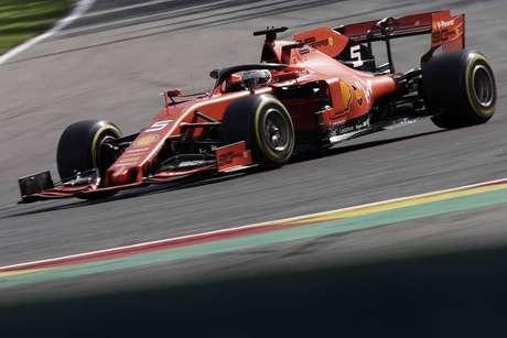 Vettel chateado por Leclerc não ter seguido plano da Ferrari