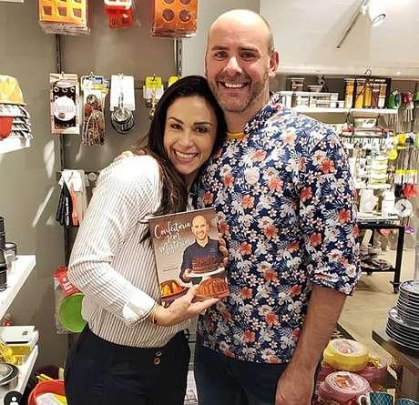 Ricardo Daudt com a apresentadora Nadja Haddad: livro com várias delícias que deixaram os telespectadores com água na boca