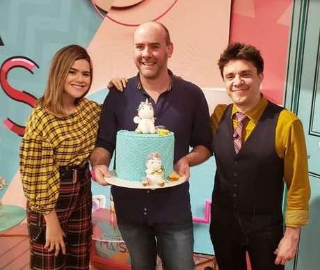 Ricardo Daudt entre Maisa e Oscar Filho no SBT: bolos apreciados pelos famosos