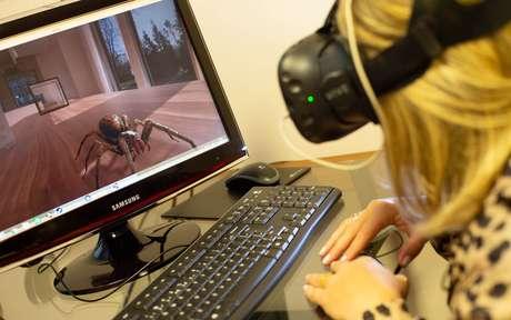 Na foto, simuladores na clínica do especialista Cristiano Nabuco.