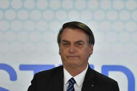 Presidente Jair Bolsonaro passar por cirurgia em São Paulo neste domingo (8)