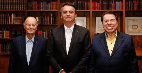 Bolsonaro entre bispo Edir Macedo e Silvio Santos no gabinete presidencial do Palácio do Alvorada