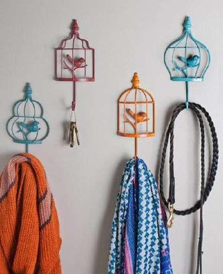 18. Gancho de parede em formato de gaiolas de passarinhos. Fonte: Pinterest