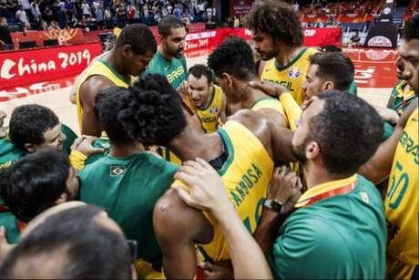 Brasil vai tentar um feito histórico contra os Estados Unidos para se classificar às quartas de final do Mundial de Basquete