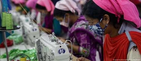 Fábrica de têxteis em Bangladesh: selo visa indicar produtos feitos em condições justas