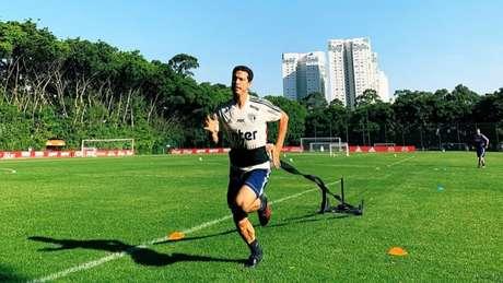 Hernanes treinou com os companheiros e deu mais um passo na transição (Foto: Reprodução/Twitter São Paulo)