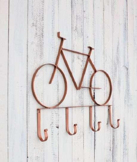 11. Gancho de parede feito com material de ferro. Fonte: Pinterest