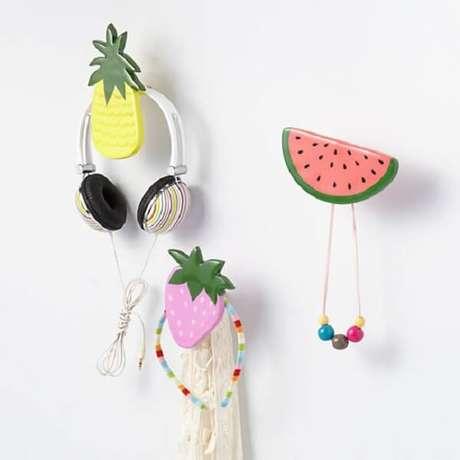 13. Ganchos de parede trazem alegria ao ambiente. Fonte: Pinterest