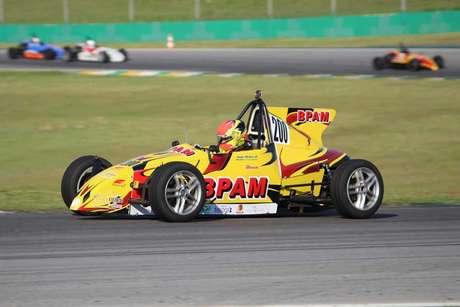 João Pedro Maia vence pela 7ª vez consecutiva e fatura o GP da Independência de Fórmula Vee