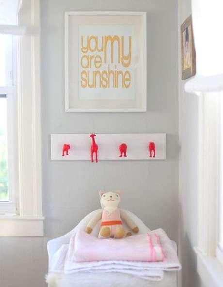 14. Gancho de parede em formato de bichinhos fixado no quarto infantil. Fonte: Pinterest