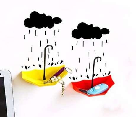 29. Gancho de parede com adesivo de nuvem. Fonte: Pinterest