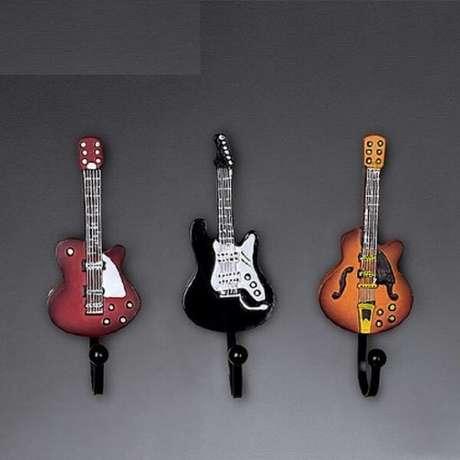 24. Gancho de parede feito de resina em formato de instrumentos musicais. Fonte: Pinterest