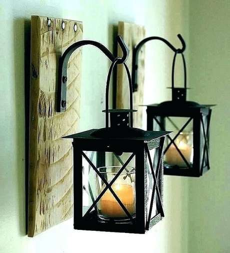 30. Gancho de parede feito de madeira serve de apoio para as velas do ambiente. Fonte: Pinterest