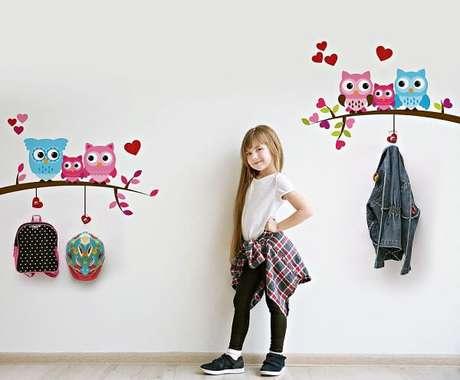 45. Gancho de parede adesivo feito com desenho de coruja. Fonte: Pinterest