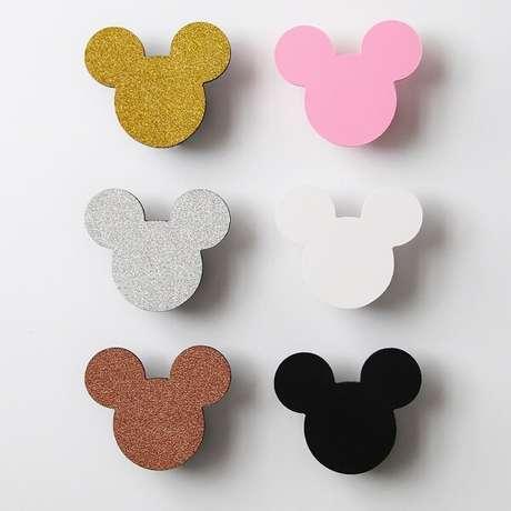 38. Ganchos de parede em formato da Minnie e Mickey. Fonte: Pinterest