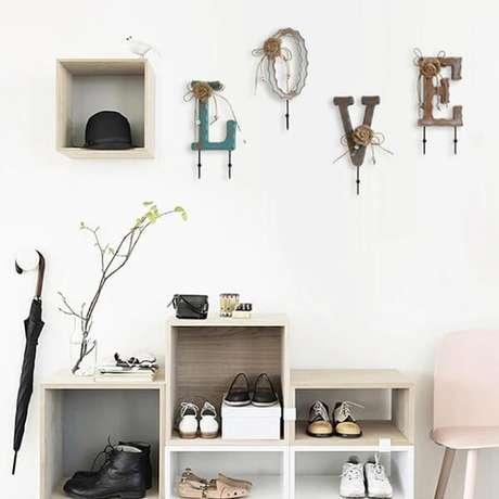 40. Ganchos de parede formam a palavra LOVE. Fonte: Pinterest