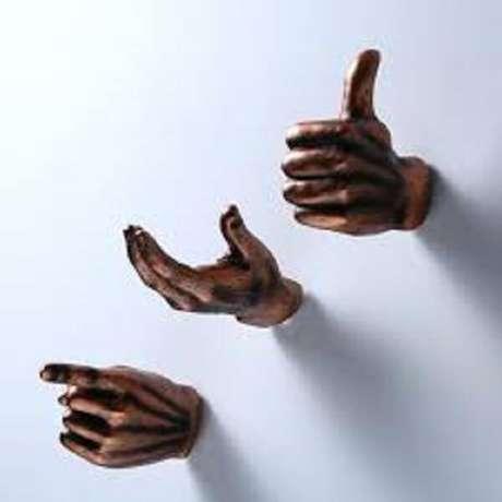 50. Gancho com design inusitado de mãos. Fonte: Pinterest