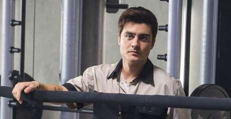 Leandro durante faxina na academia: a tristeza de quem nunca se sentiu verdadeiramente amado