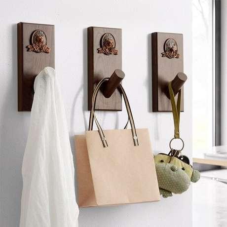 77. Gancho de parede em madeira. Fonte: Pinterest