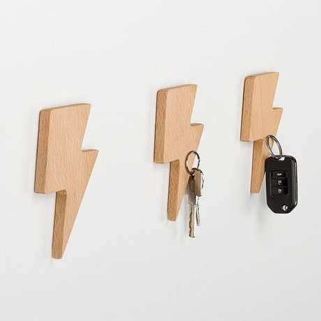 78. Gancho em madeira simples. Fonte: Pinterest