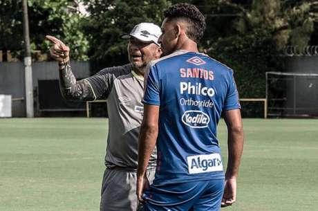 Lateral-esquerdo sai de graça do Santos (Ivan Storti/SFC)