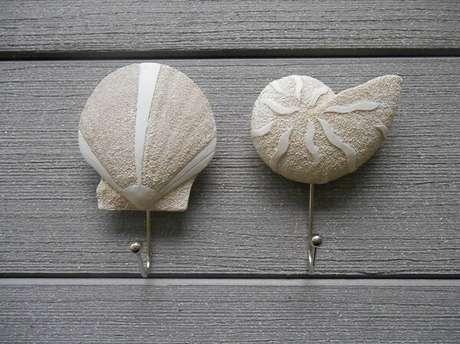 58. Gancho de parede feito com desenho de conchas do mar. Fonte: Pinterest