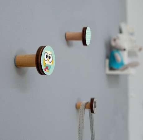 61. Decore o quarto infantil com gancho de parede criativo. Fonte: Pinterest