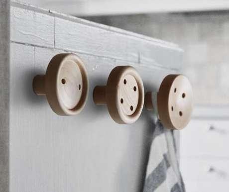 64. Gancho com desenho de botões. Fonte: Pinterest