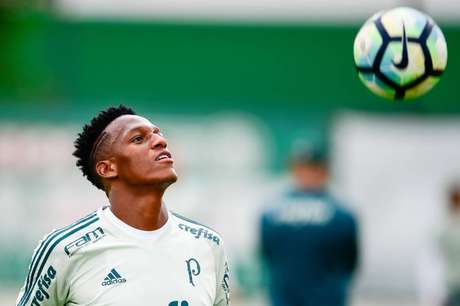 Zagueiro foi multado por participar de propaganda que incentiva apostas (Foto: Fernando Dantas/Gazeta Press)