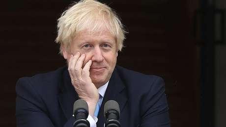 Boris Johnson tem como principais opções, agora: desafiar a lei do Brexit, fazer um acordo com a UE, renunciar ao cargo ou aceitar uma extensão do prazo da saída da UE