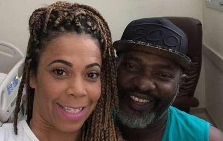 Mr. Catra e sua esposa, Silvia Catra, em hospital em foto de 2018.