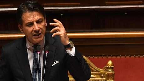 Giuseppe Conte durante discurso no Senado
