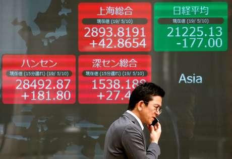 Telão mostra índices acionários da Ásia em Tóquio, Japão 10/05/2019 REUTERS/Issei Kato