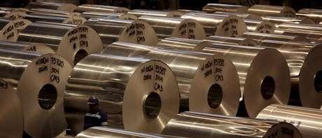 Fábrica de alumínio em Pindamonhangaba, SP 19/06/2015 REUTERS/Paulo Whitaker